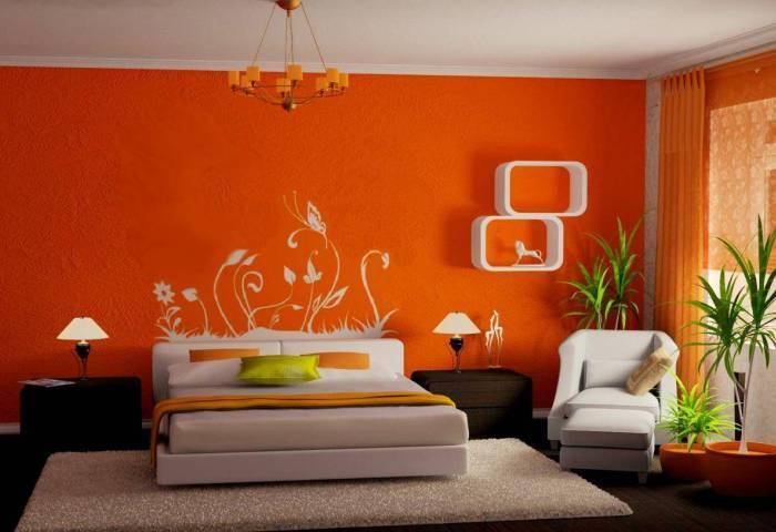 Большая спальня в ярких цветах