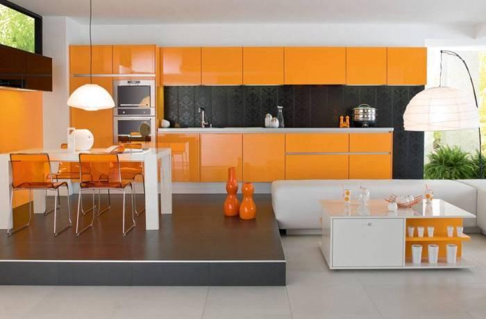 Отличный дизайн большой оранжевой кухни