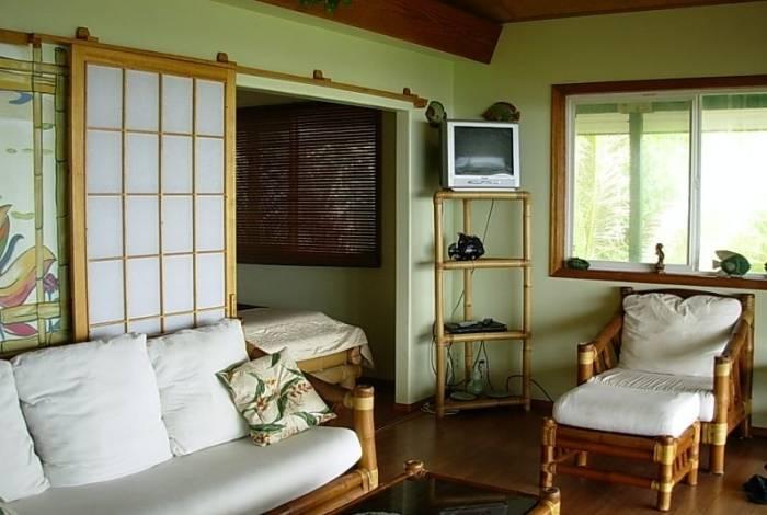 Природные цвета и материалы в интерьере гостиной