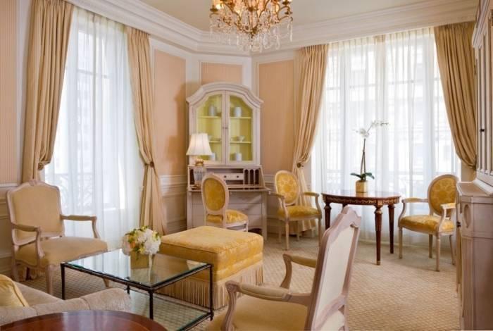Классическая дворянская гостиная комната