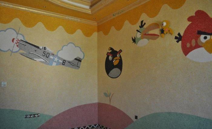 Известные персонажи на стенах в детской