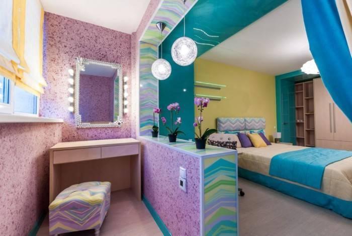 Небольшая комната в контрастных цветах
