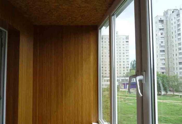 Применение бамбуковых обоев на балконе