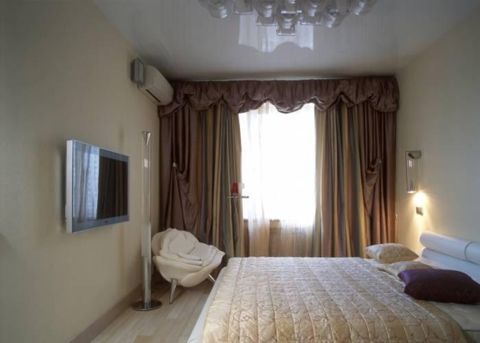 Небольшая спальня в светлой цветовой гамме
