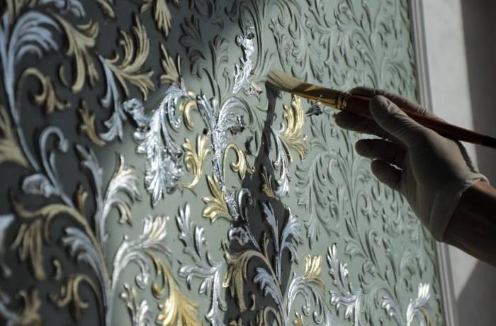 Использование благородных цветов для росписи стены