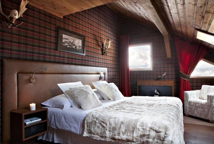Спальня больших размеров в частном доме