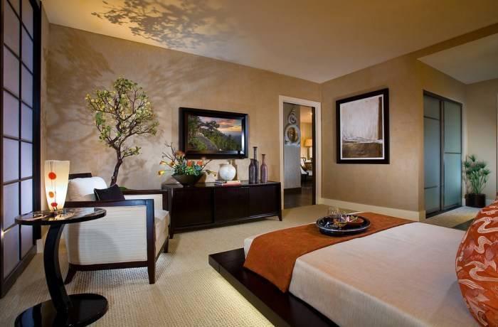 Большая и уютная спальня