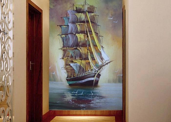 Рисунок корабля на стене прихожей
