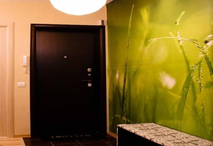 Фотообои с травой в коридоре