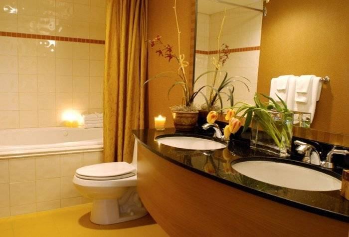 Уютный интерьер большой ванной комнаты