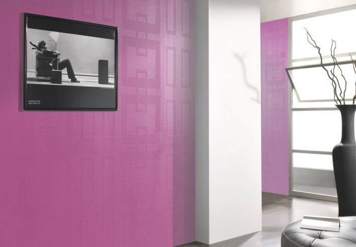 Использвоание в интерьере комнаты стеклообоев