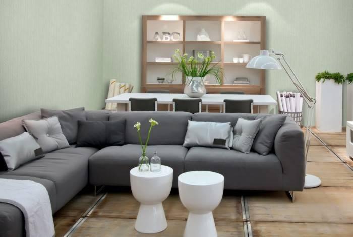 Интерьер большой гостиной в доме