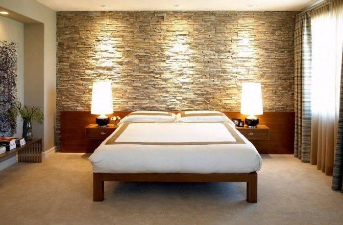 Отделка под камень стены в спальне у кровати