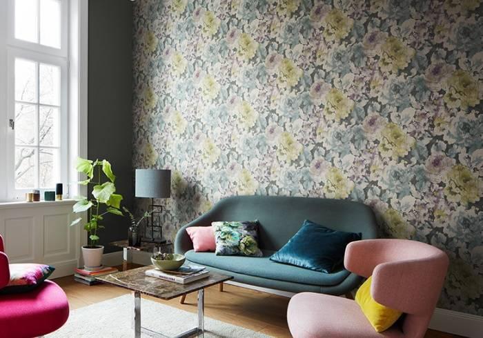 Цветочная тематика в гостиной комнате