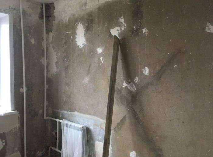 Готовая к поклейке обоев стена